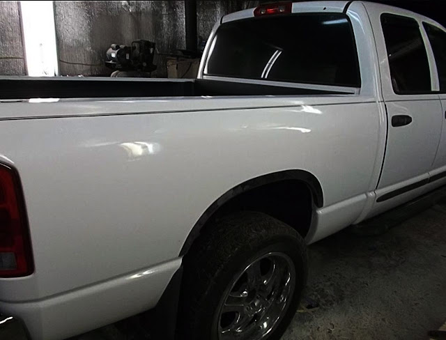 white-dodge-ram-with-side-black-pinstripe
