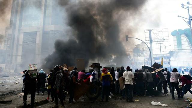 Presidente de Ecuador ordena toque de queda y militarización de Quito