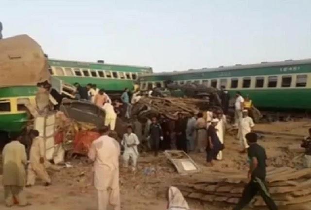 अंतरराष्ट्रीय समाचार: पाकिस्तान में 2 ट्रेनों की टक्कर, 30 की मौत और 50 घायल ।