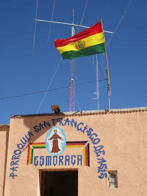 Nationalfeiertag in Bolivien: heute Beflaggung natürlich auch fürs Pfarrhaus