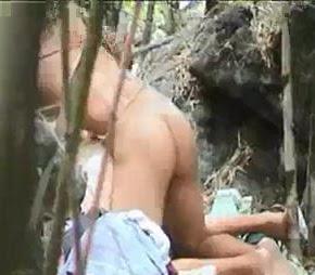 Ngintip Pasangan Mesum di Hutan