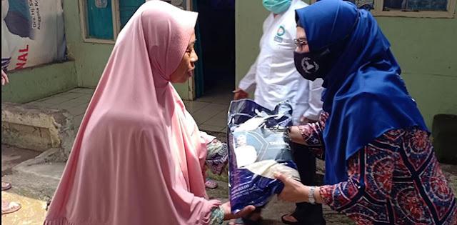 Siti Nur Azizah Blusukan Bantu Warga Tangsel Yang Belum Terima Bansos
