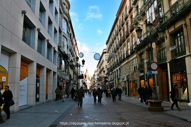 Rua de Zaragoza com acesso aos principais monumentos