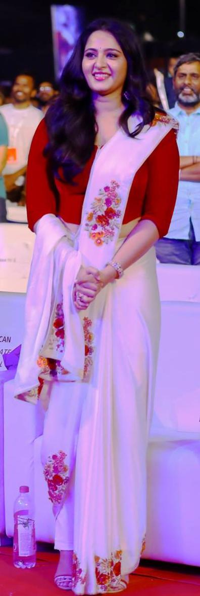 Cute Anushka Shetty @ Baahubali 2