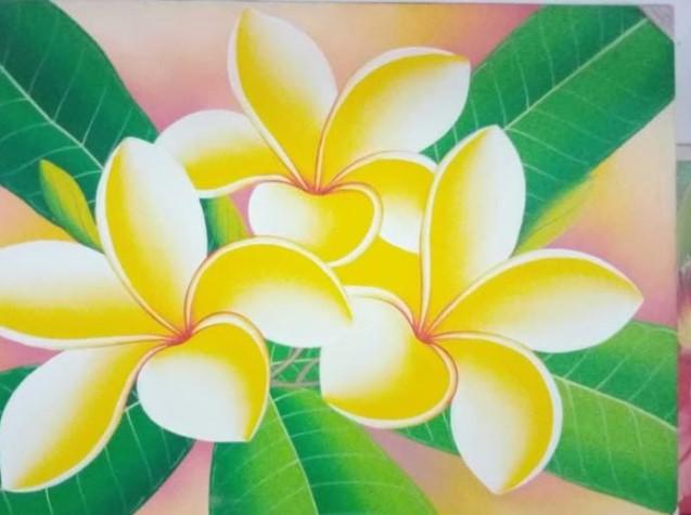 Teknik Menggambar Bunga Kamboja dan Bunga Mawar Tidak Sama Salah Satunya Disebabkan Karena karakteristik kelopak bunga yang berbeda.