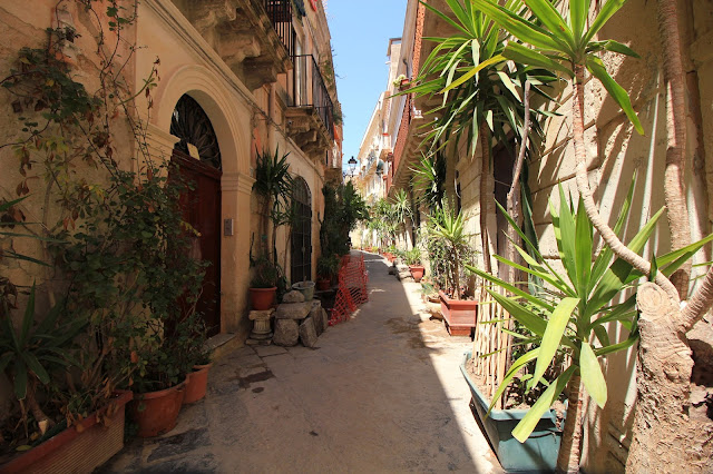 Street in Visit Ortigia Sicily Italy Photo Diary Uk Blogger Iga Berry