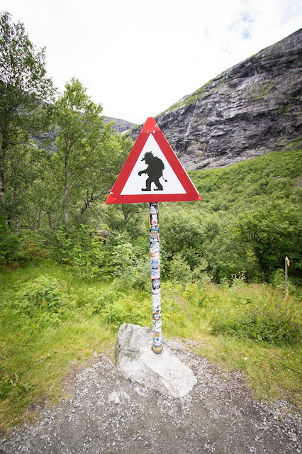 Cartello pericolo troll-Trollstigen og Stifossen-Strada panoramica