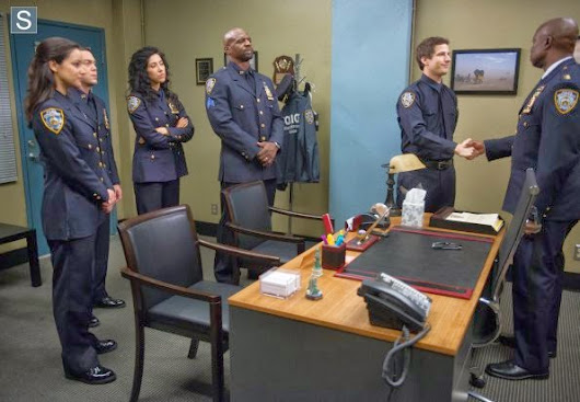 Sneak Peeks of Charges and Specs - Brooklyn99 S1E22