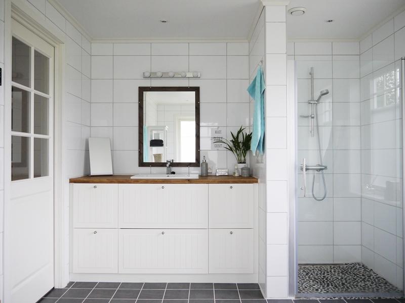 skap baderom awesome de fant plass til et ekstra bad i. Black Bedroom Furniture Sets. Home Design Ideas