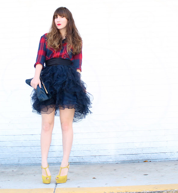 how to wear a ruffle skirt