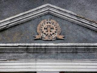 Новогродівка. Будівлі з датаю спорудження на фасаді