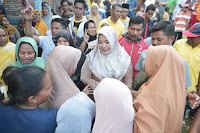 Kunker di Kecamatan Sape, Bupati Bima Kucurkan Bantuan untuk Korban Bencana