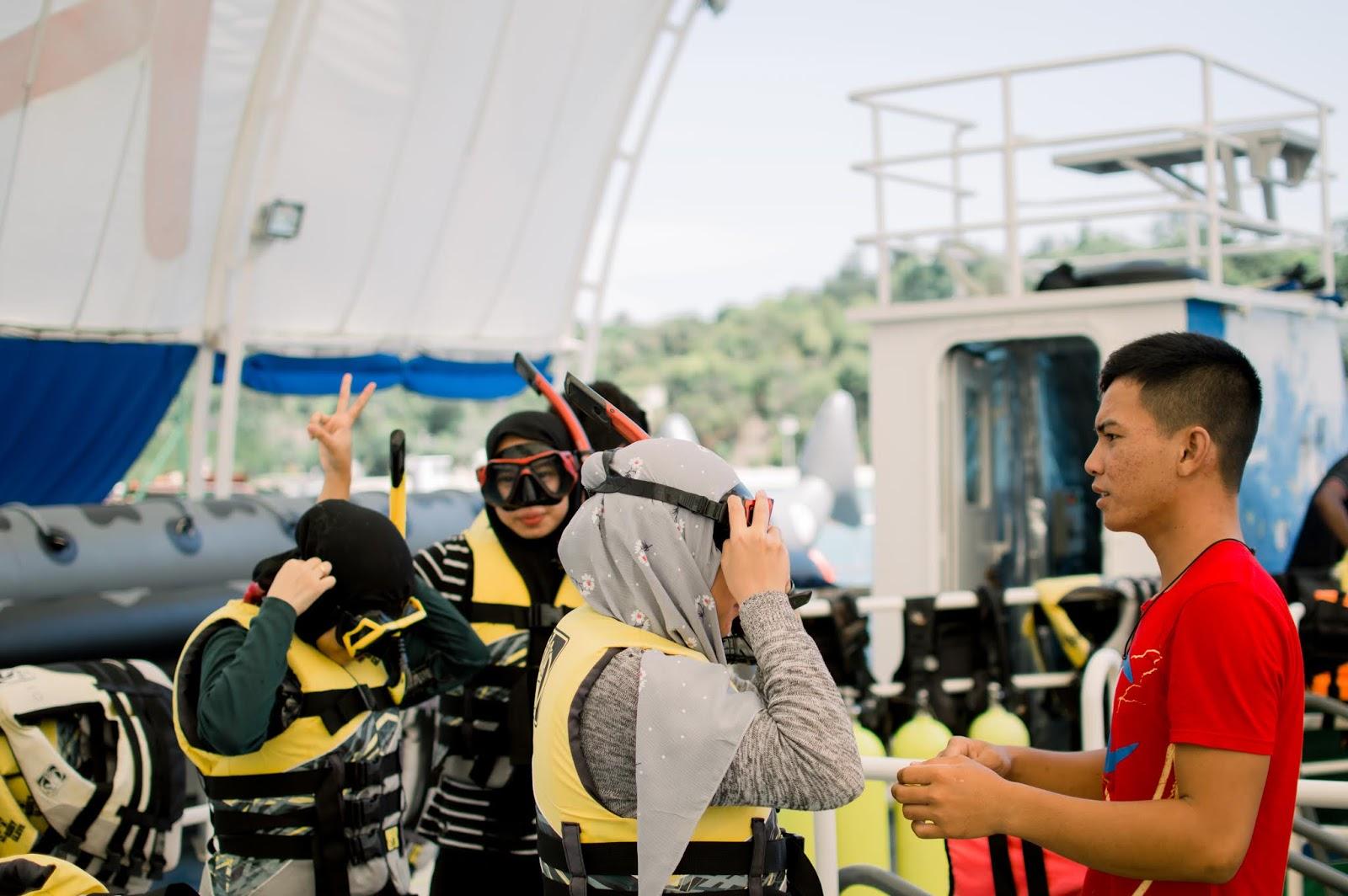 Breafing Penggunaan Lifejacket dan Alat Snorkling di Kepri Coral Resort Batam