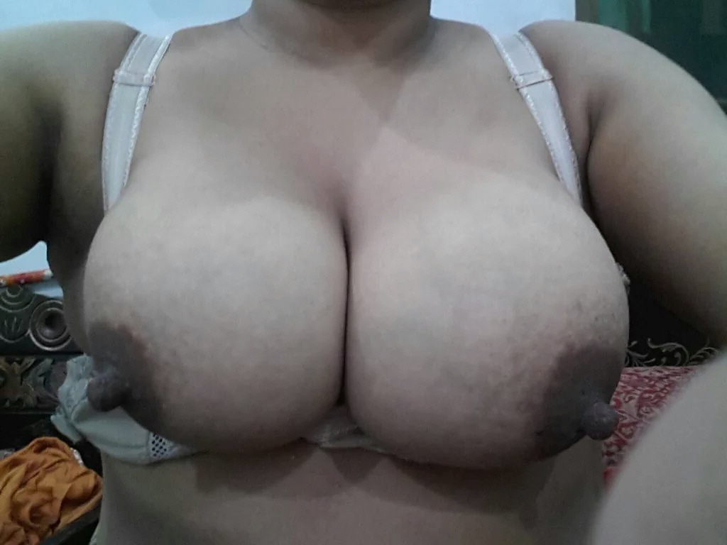 busty white girls pussy