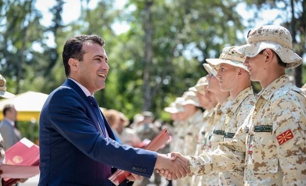 Ζάεφ σε Σκοπιανούς στρατιώτες: Είστε η ασφάλεια της «Μακεδονίας»