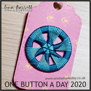 Day 249 : Sticken im zwirnknopf - One Button a Day 2020 by Gina Barrett