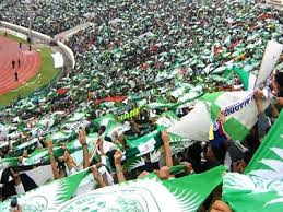 مجددا عنف داخل مدرجات الملعب الكبير بمدينة دار البيضاء بالمغرب