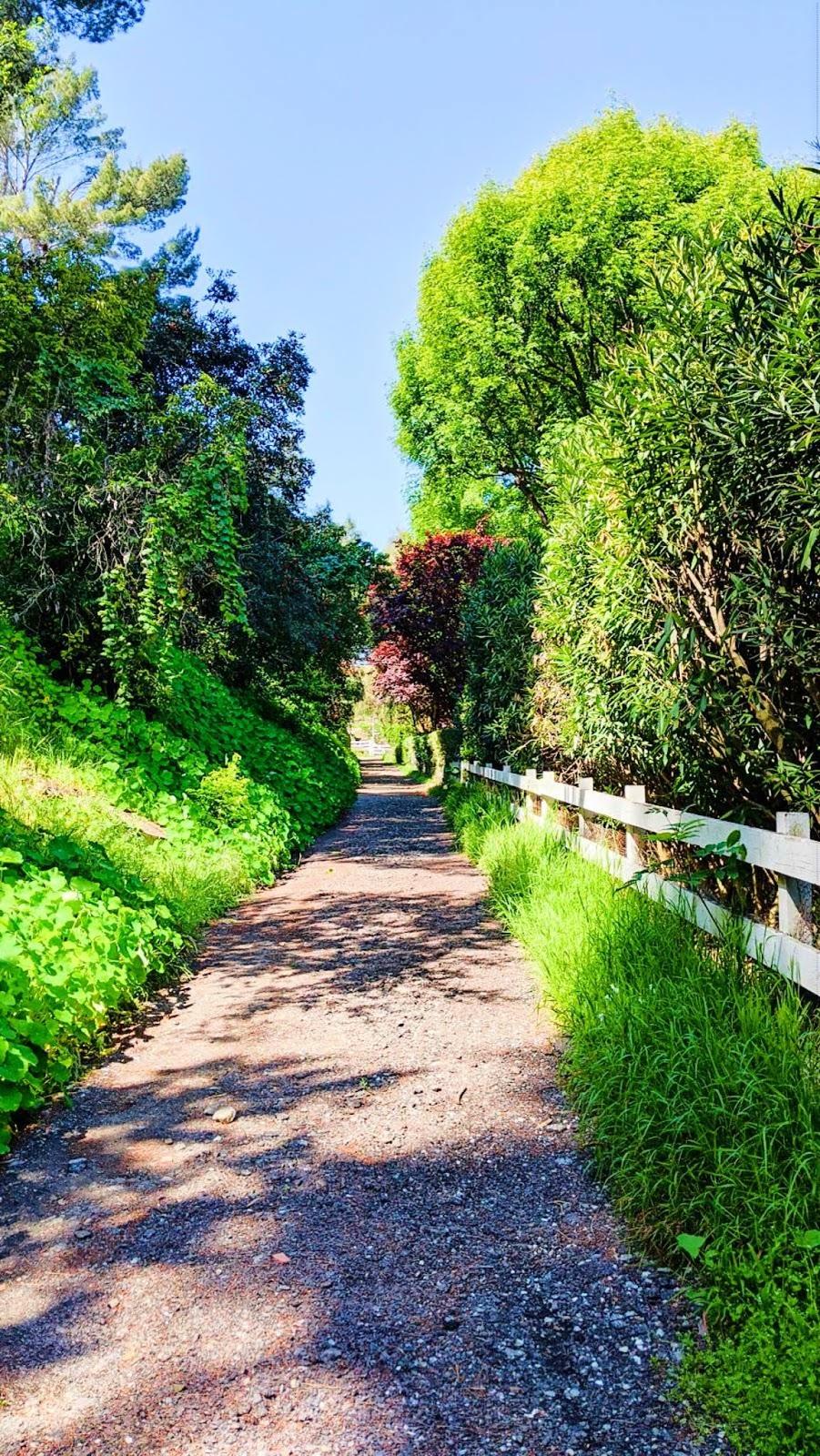 palos verdes neighborhood rolling hills estates private hiking path southern california