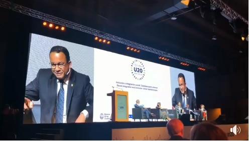 Pidato Bahasa Inggris Tanpa Teks, Gubernur Anies Banjir Pujian Netizen