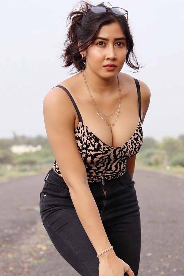 Actress Sofia Ansari Latest Hot Cleavage Photos