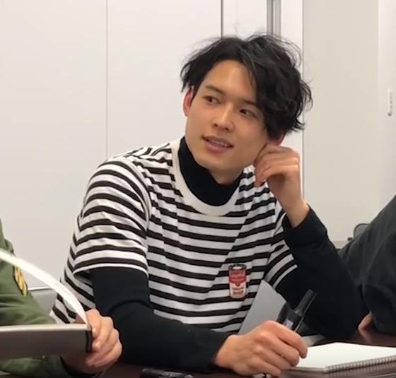 SixTONES【緊急!京本企画】お絵かきでしりとり!で松村北斗くんが着ている私服ボーダーTシャツは