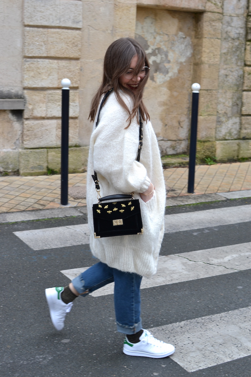 gilet long blanc American Vintage, jean pulland Bear, stan smith, sac emily The Kooples