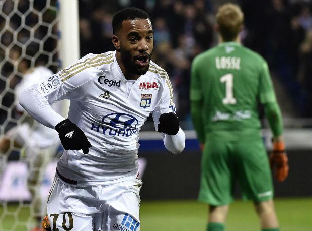 Alexandre Lacazette et les Lyonnais s'imposent 5-1 face à Guingamp