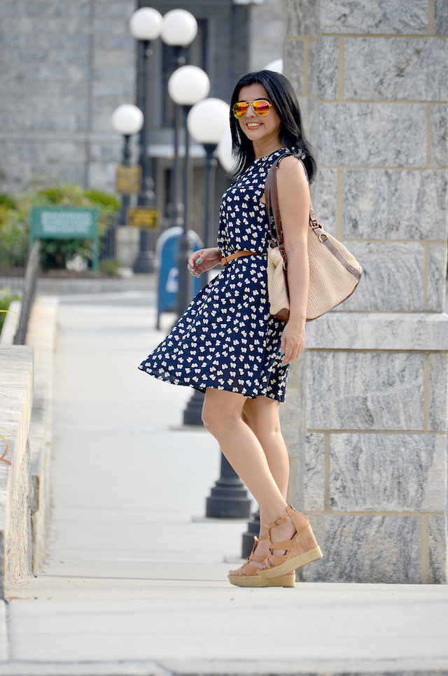 Wearing: Dress/Vestido: Amazon Wedges/Plataformas: Dolce Vita