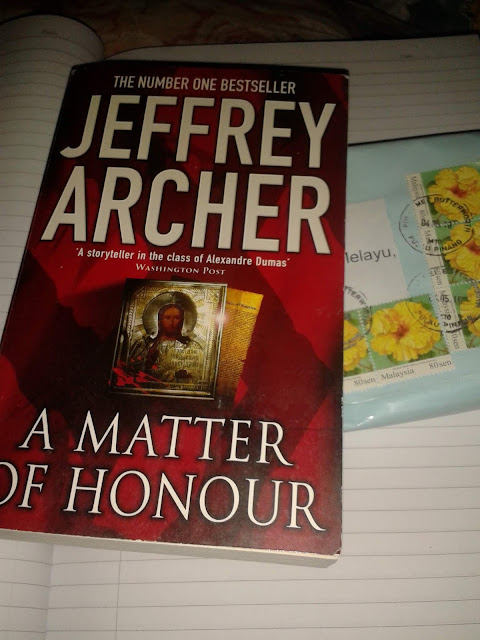 Hadiah SPM Result Giveaway By Abam Kie Dah Sampai, Menang, Pemenang, Bertuah, Lucky, Novel, English Novel, Menang English Novel, English Novel A Matter Of Honour By Jeffrey Archer, Menang Giveaway 2018, Rezeki, Buku, Blog Miss Banu Story,