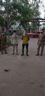थाना रेंढर जनपद जालौन पुलिस द्वारा अभियुक्तगण गिरफ्तार                   The-accused-arrested-by-Jalaun-police-station-police-station             संवाददाता, Journalist Anil Prabhakar.                 www.upviral24.in