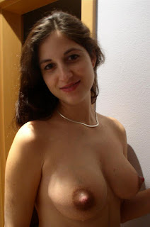 Hot Naked Girl - Stunning lactating brunette