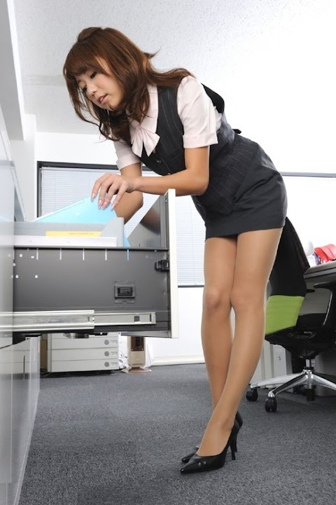 Sexy OL collection: A compilation of sexy Asian Office lady in the office [21pics]