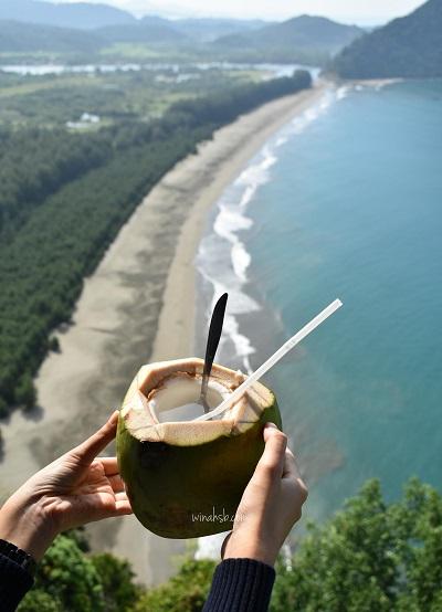 Kelapa dan Pemandangan dari Geurute