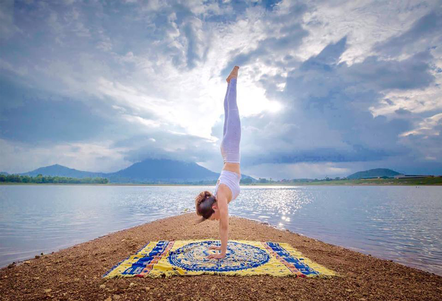 Luyen-tap-yoga-co-giup-ban-giam-nong-tinh-va-kiem-soat-duoc-con-gian-giu-khong?