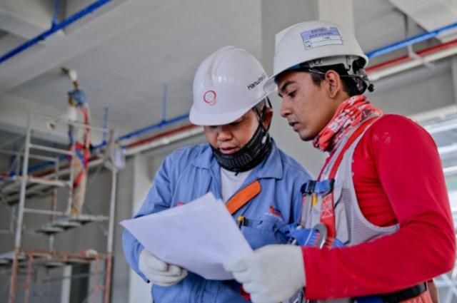 pekerja teknik sipil