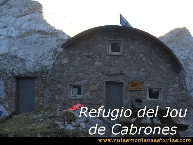 Ruta Poncebos a Cabrones por Camburero y Urriellu: Refugio de Cabrones.