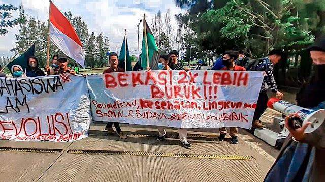 Demo Kantor Bupati Bekasi: Mahasiswa Sindir Bekasi 2 Kali Lebih Buruk