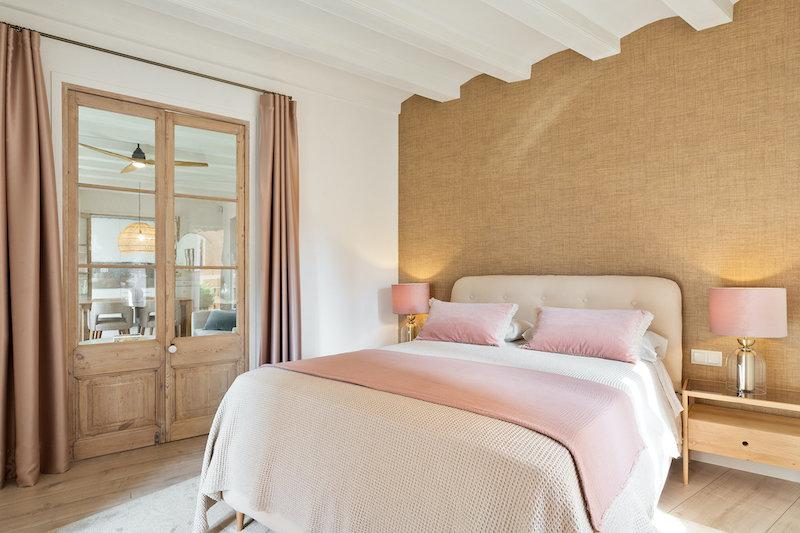 Dormitorio al que se accede por el salón