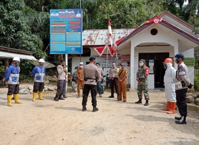 Satbrimob Bersama TNI-Polri Semprot Disinfektan SMPN 4 Birem Bayeun
