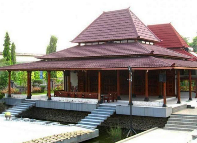Rumah Joglo Gaya Jawa Tengah