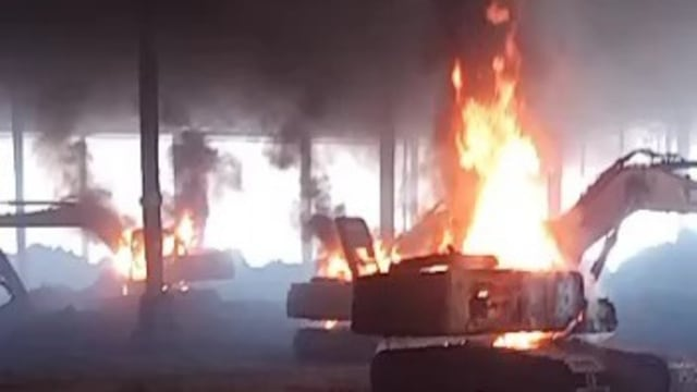 Heboh! Aksi Demo PT VDNI Ricuh, Mobil dan Alat Berat Dibakar, TKA China Dikabarkan Terluka