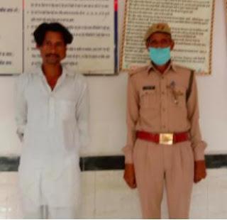 थाना माधौगढ पुलिस द्वारा अवैध शराब के साथ अभियुक्त गिरफ्तार -पुलिस अधीक्षक जालौन                                                                                                                                                      संवाददाता, Journalist Anil Prabhakar.                                                                                               www.upviral24.in