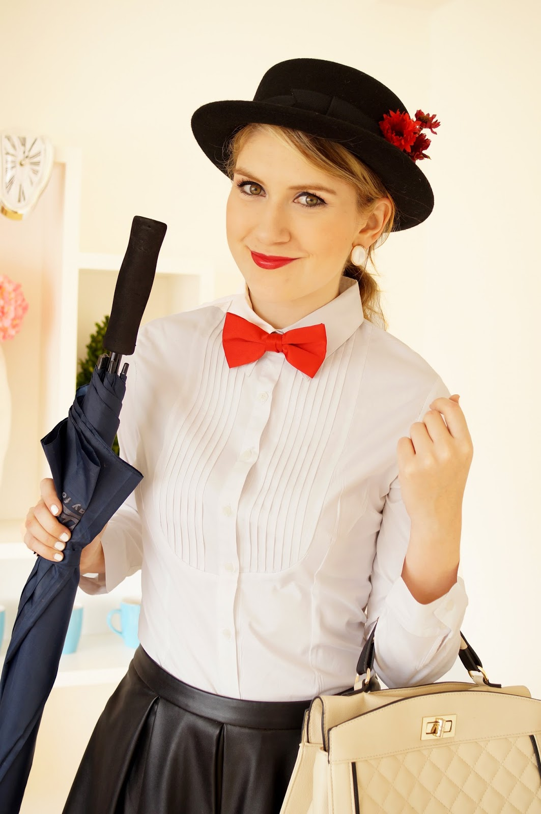 Last minute Mary Poppins halloween costume. Click through for tutorial