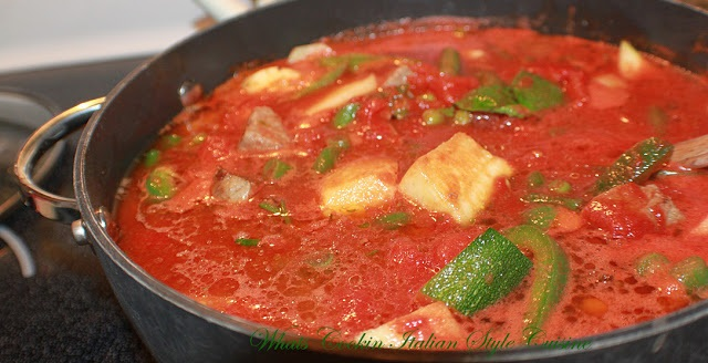 this is a pot of tomato stew with string beans and pork