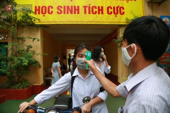 Hà Nội thông tin chính thức về sức khoẻ 2 học sinh sốt, phải cách ly trong ngày đầu quay lại trường học