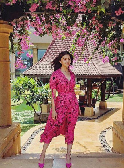alia bhatt wearing pink wrap dress