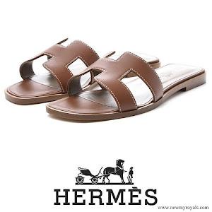 Crown Princess Mary wore HERMES Box Calfskin Oran Sandals