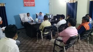 स्थानीय जरूरत मंद के साथ बाहर से आये स्थानीय मजदूरों को भी रोजगार के अवसर अधिक से अधिक उपलब्ध हो : डॉ योगेश पंडागरे