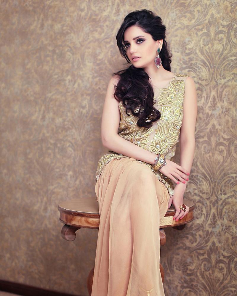 Cewek model asal Pakistan Armeena Khan