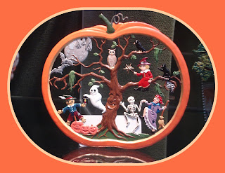Halloween, Odd's and Sod's, Halloween Novelties, Funworld, Charbens, Egypt, Small Scale World, Mummy, Macdonald's, PVC Substitute, Galoob Action Fleet figures, 54mm, Action-Figure, 3-Inches, 3½-Inches, 4-Inches, Ghost, Casper, Scully & Scully's, Full Moon, Bats, Owl, Crow, Good Fairy, Black Cat, Spider's Web, Witch, Crone, Skeleton, Living Tree, Ent, Ghost, Evil Gingerbread-Man, A Pile Of Pumpkins